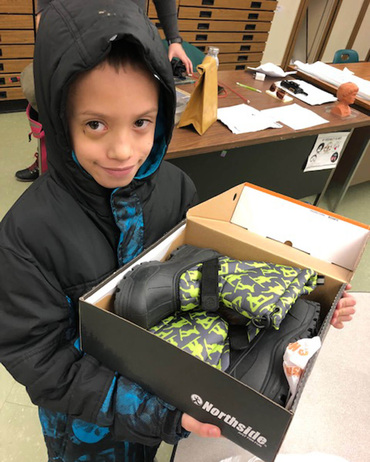 PRESS RELEASE: Shoes That Fit and Rack Room Shoes provide footwear for Holyoke students